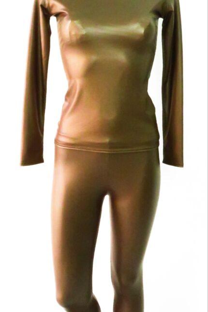 Completo in ecopelle composto da leggings e maglia scollatura a barca
